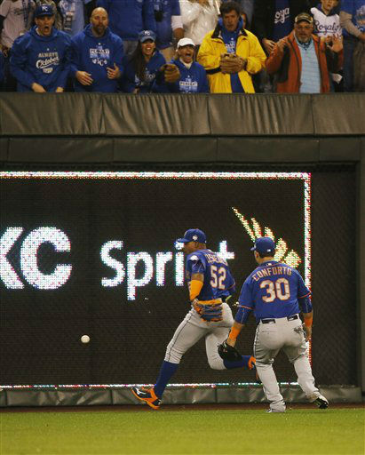 "<div class=""meta image-caption""><div class=""origin-logo origin-image none""><span>none</span></div><span class=""caption-text"">Mets center fielder Yoenis Cespedes (52) and Mets' Michael Conforto can't catch the ball on an Alcides Escobar in-the-park home run. (AP Photo/Matt Slocum) (AP Photo/ Matt Slocum)</span></div>"