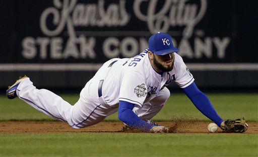 "<div class=""meta image-caption""><div class=""origin-logo origin-image none""><span>none</span></div><span class=""caption-text"">Kansas City Royals' Mike Moustakas can't handle a ball hit by New York Mets' Lucas Duda during the second inning of Game 2. (AP Photo/ David J. Phillip)</span></div>"