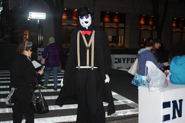 "<div class=""meta image-caption""><div class=""origin-logo origin-image none""><span>none</span></div><span class=""caption-text"">Bill Freitag dresses as the Invisible Man for the ''LIVE with Kelly and Michael'' costume contest. (Bob Monek. Eyewitness News)</span></div>"