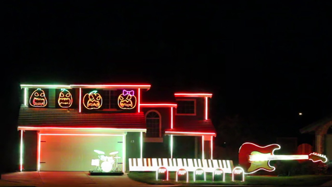 california homeowner takes halloween decorations to the next level with disney villains musical light show abc13com