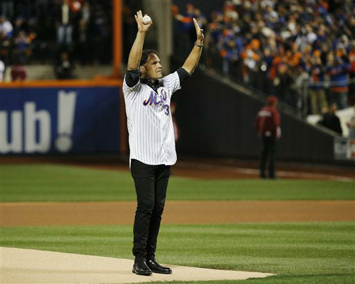 "<div class=""meta image-caption""><div class=""origin-logo origin-image none""><span>none</span></div><span class=""caption-text"">New York Mets Hall of Famer Mike Piazza prepares to throw out the ceremonial first pitch before Game 3. (AP Photo/ Matt Slocum)</span></div>"