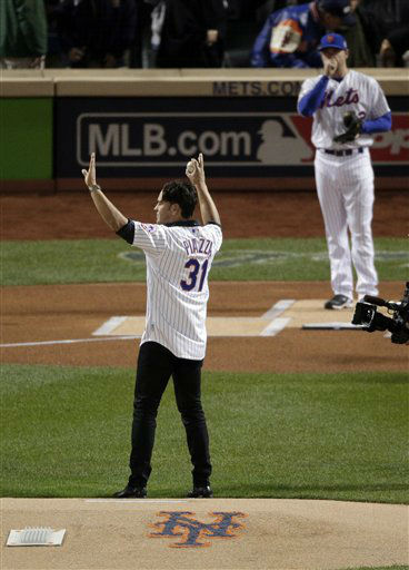 "<div class=""meta image-caption""><div class=""origin-logo origin-image none""><span>none</span></div><span class=""caption-text"">Former New York Mets' Mike Piazza throws out the first pitch. (AP Photo/ Charlie Riedel)</span></div>"