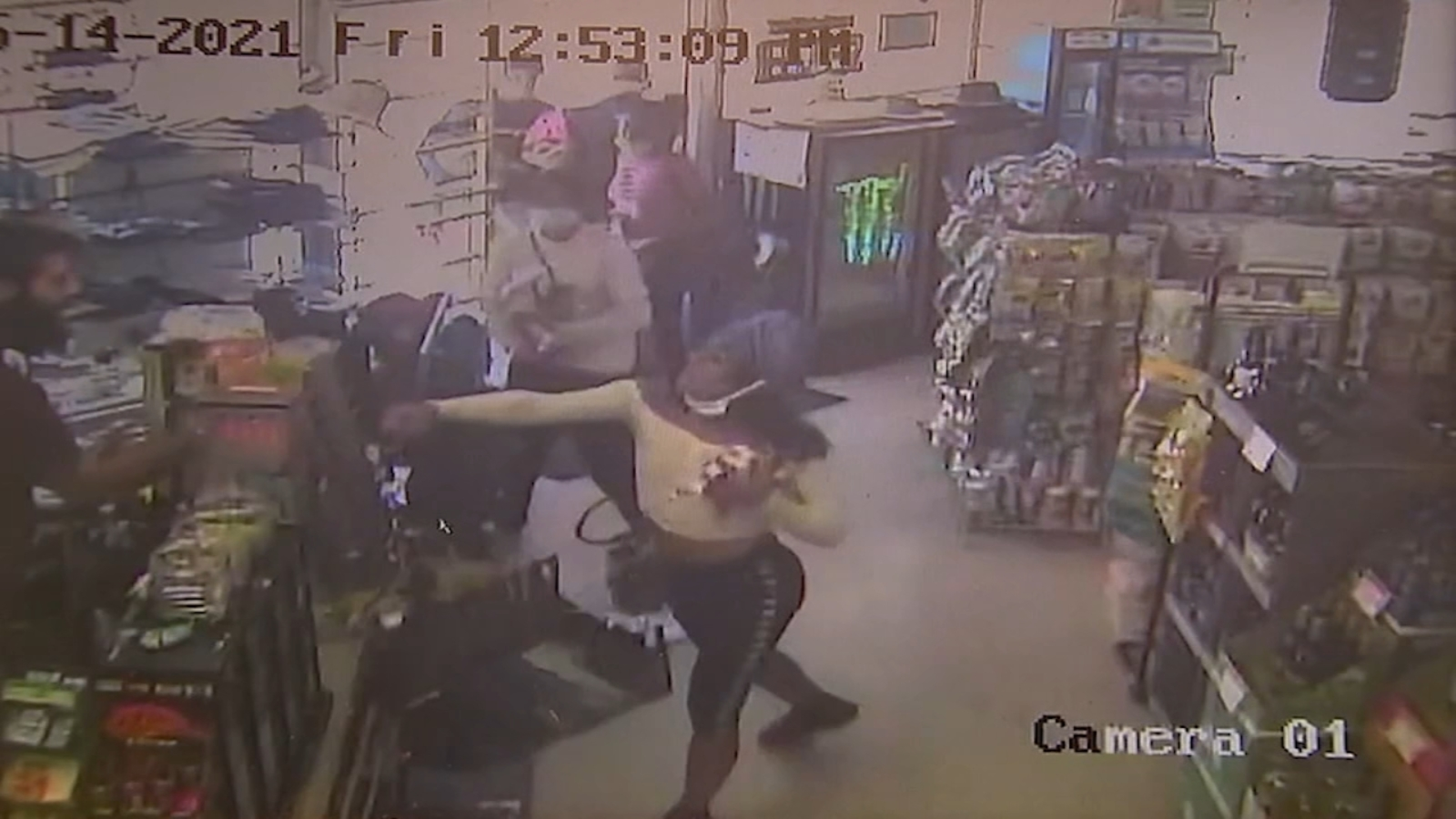 Surveillance video shows theft by group of teens at Woodland Hills liquor store turn violent