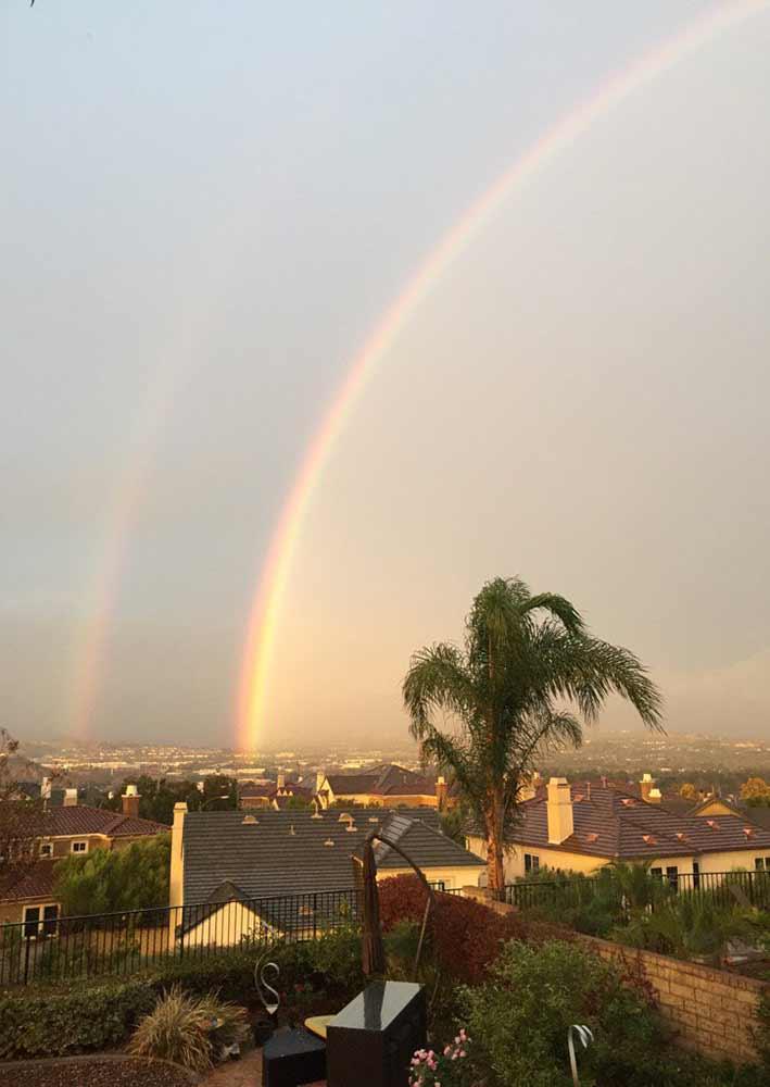 "<div class=""meta image-caption""><div class=""origin-logo origin-image kabc""><span>KABC</span></div><span class=""caption-text"">Eyewitness News viewer Arthur Sohikian shared this photo of a double rainbow on Monday, Nov. 2, 2015.</span></div>"