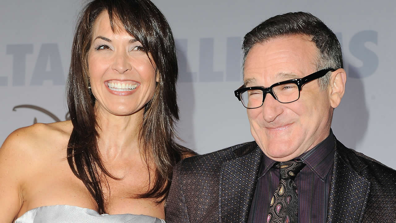 "This Nov. 9, 2009 file photo shows actor Robin Williams, right, and his wife Susan Schneider at the premiere of ""Old Dogs"" in Los Angeles. (AP Photo/Katy Winn, FIle)"