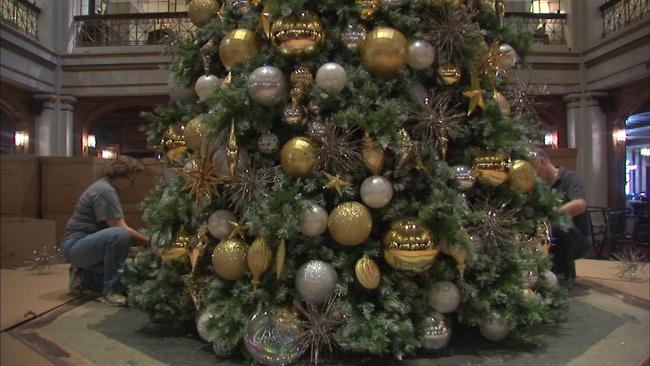 christmas tree goes up at macys walnut room abc7chicagocom