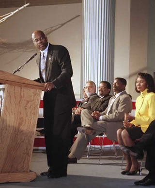 Christopher Darden, prosecutor during the O.J. Simpson murder trial, addresses tribute to himself, sponsored by the 2nd Supervisorial District, Dec. 18, 1995, in Los Angeles.
