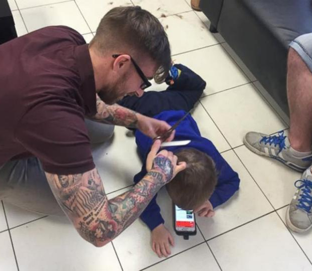 "<div class=""meta image-caption""><div class=""origin-logo origin-image none""><span>none</span></div><span class=""caption-text"">Photos of a British barber giving a young boy with autism a haircut have gone viral. (ABC News)</span></div>"