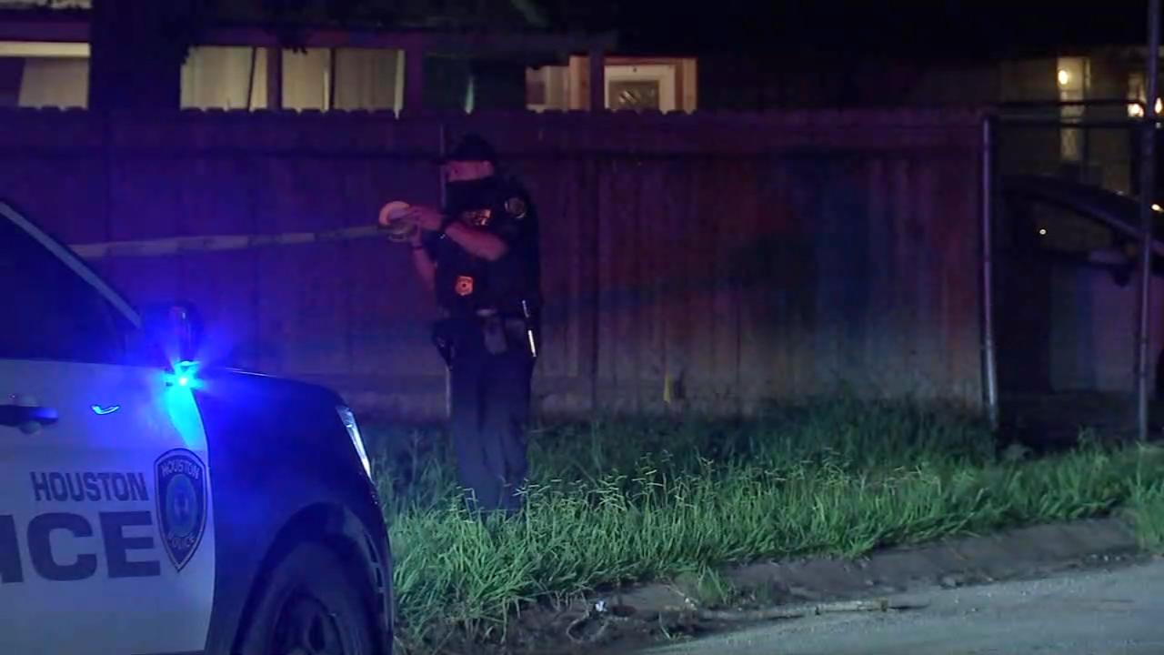 休斯顿东南部70多岁的房主开枪打死前租户,称其踢坏了房门(视频)