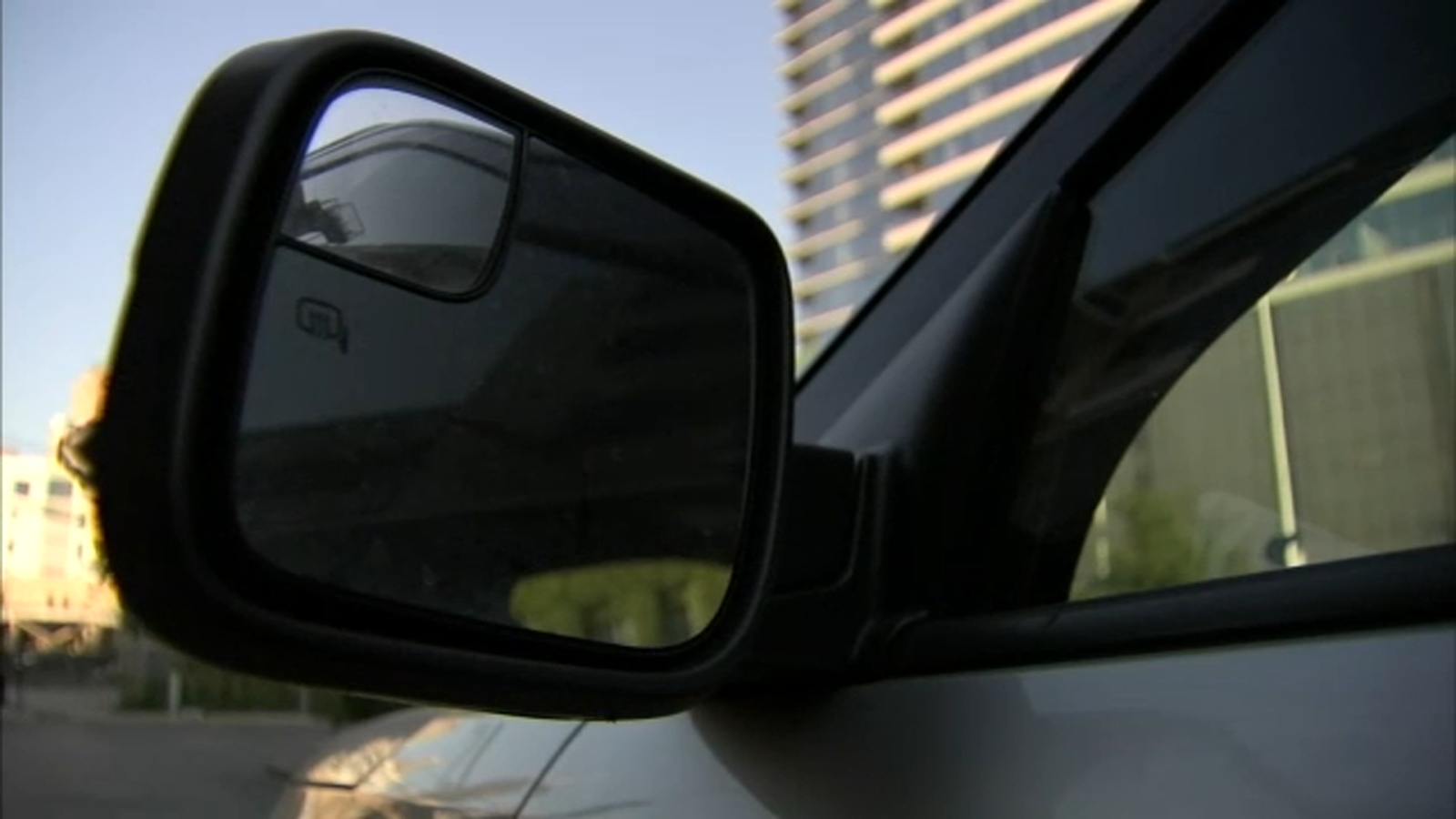Carjackers fake accidents in attempt to steal your car; tips to stay safe, help police