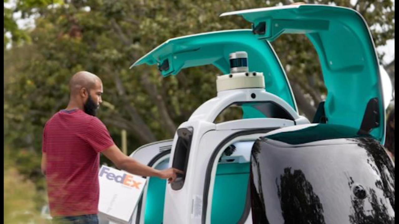 自动驾驶机器人启动,在休斯顿运送联邦快递包裹(视频)
