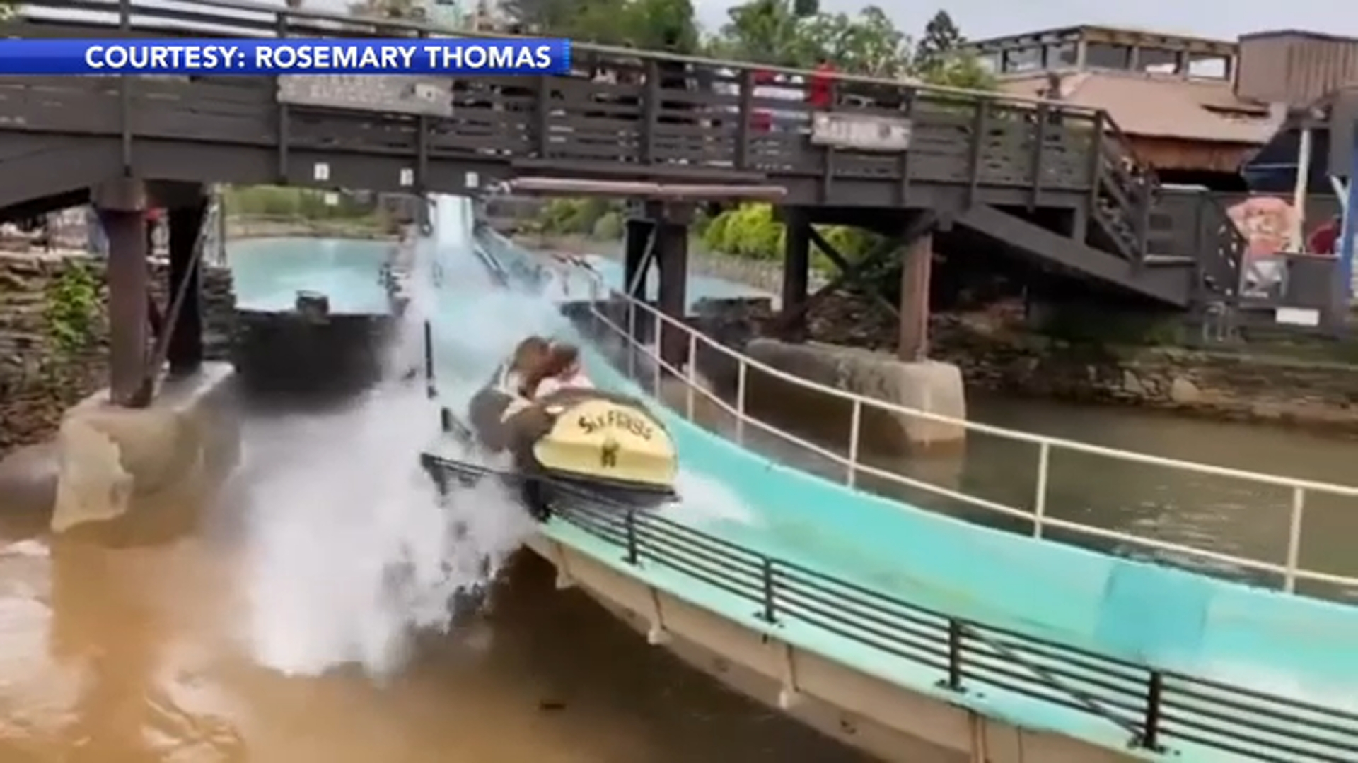Family On Log Flume Ride Before Six Flags Great Adventure Accident Shares Video Of Railing 6abc Philadelphia