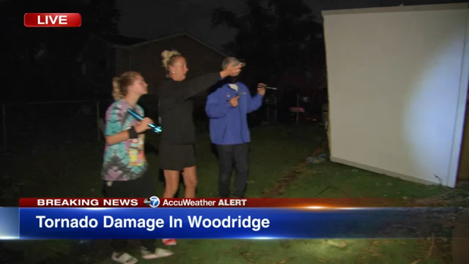 Tornado reported in DuPage County; severe storm damage in Woodridge, 34K without power