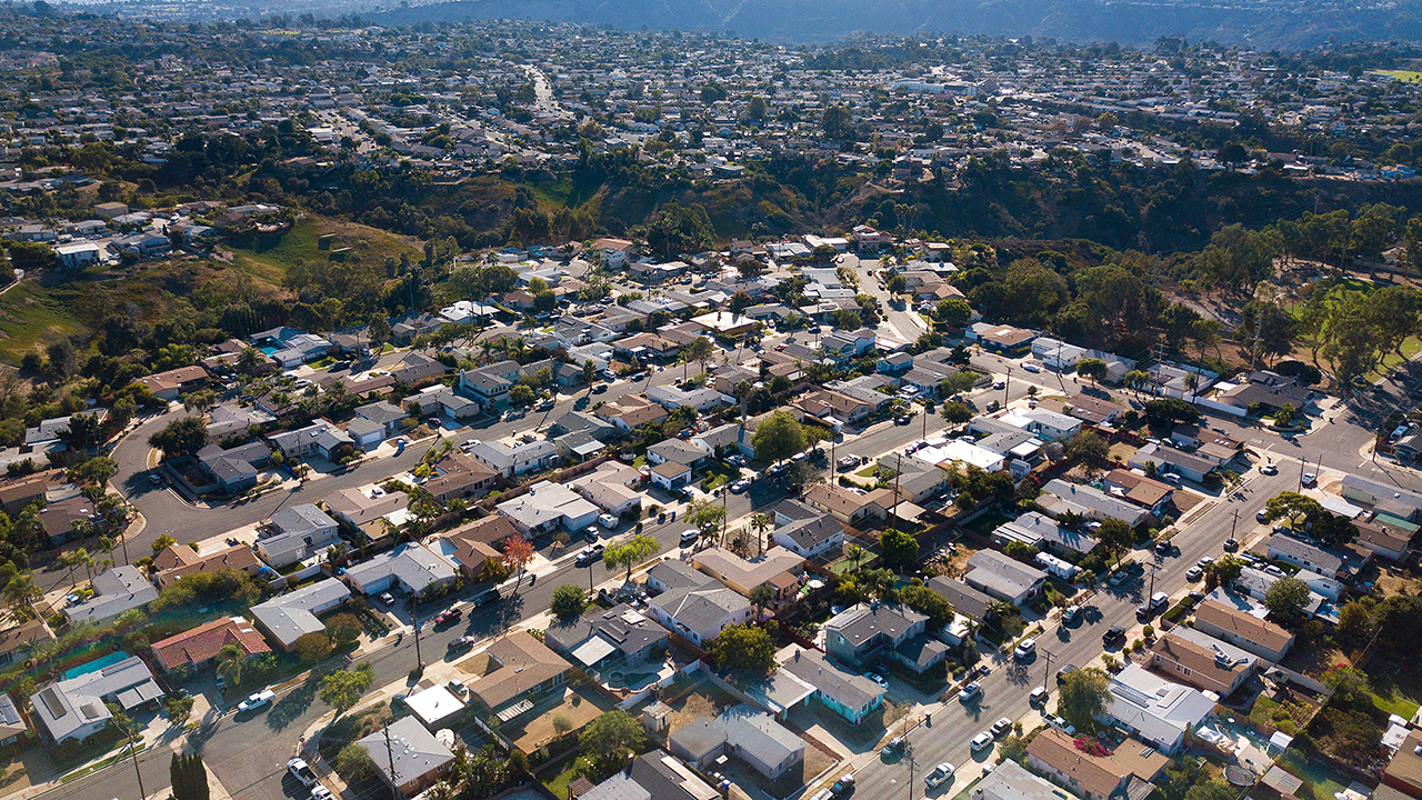 Median home price in US hits record-breaking $350K, up 24% from $284K in May