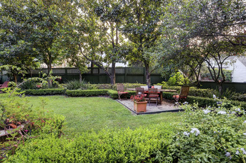 "<div class=""meta image-caption""><div class=""origin-logo origin-image none""><span>none</span></div><span class=""caption-text"">This traditional, oak-framed two-story home,  located in the historical River Oaks Courtyards, is on the market for the first time in 18 years. (Photo/TK IMAGES)</span></div>"