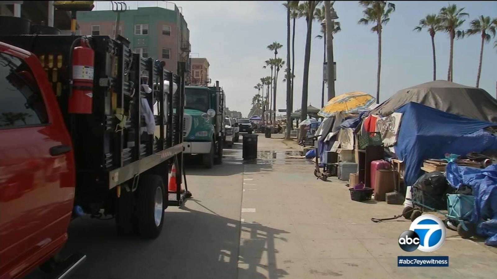 Crews clear out homeless encampments along Venice boardwalk