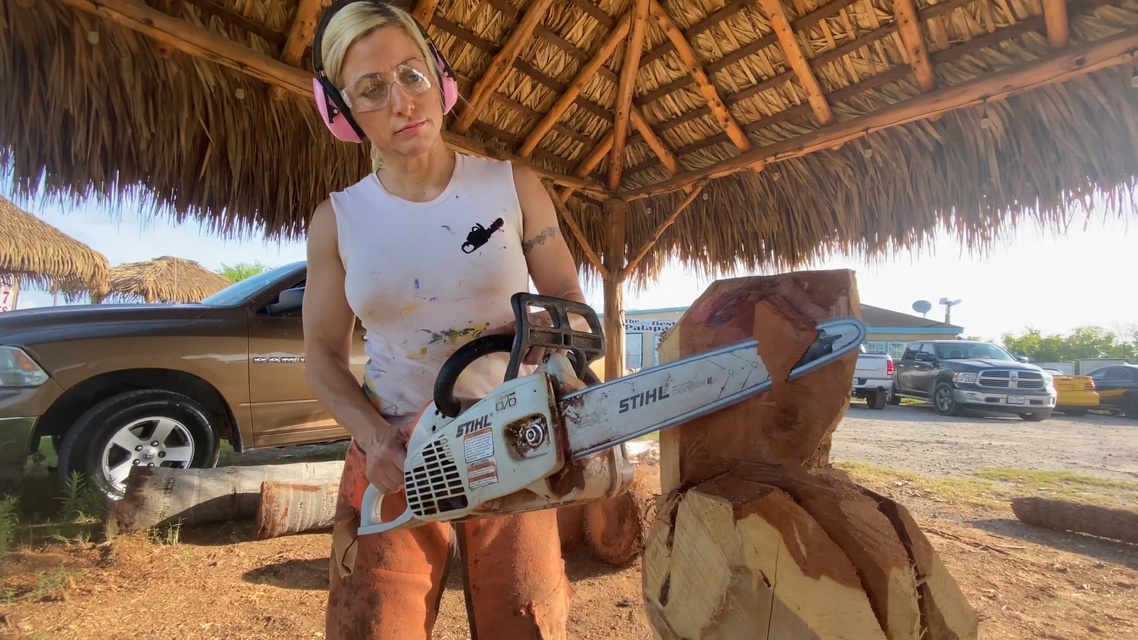 Incredible chainsaw carver turns ordinary wood into art