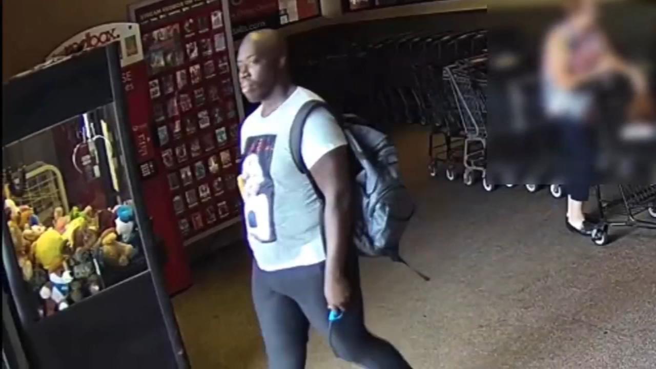 警方在休斯顿西部搜寻抢夺钱包的嫌犯(视频)