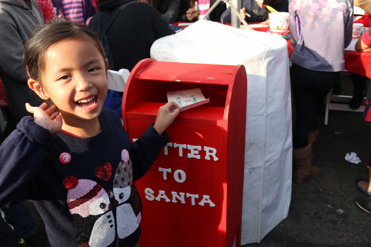 "<div class=""meta image-caption""><div class=""origin-logo origin-image none""><span>none</span></div><span class=""caption-text"">A young girl submits her Christmas wish to Santa at the Pier 39 in San Francisco on Saturday, November 21, 2015. (Photo submitted to KGO-TV by Lauren Ong with Pier 39.)</span></div>"