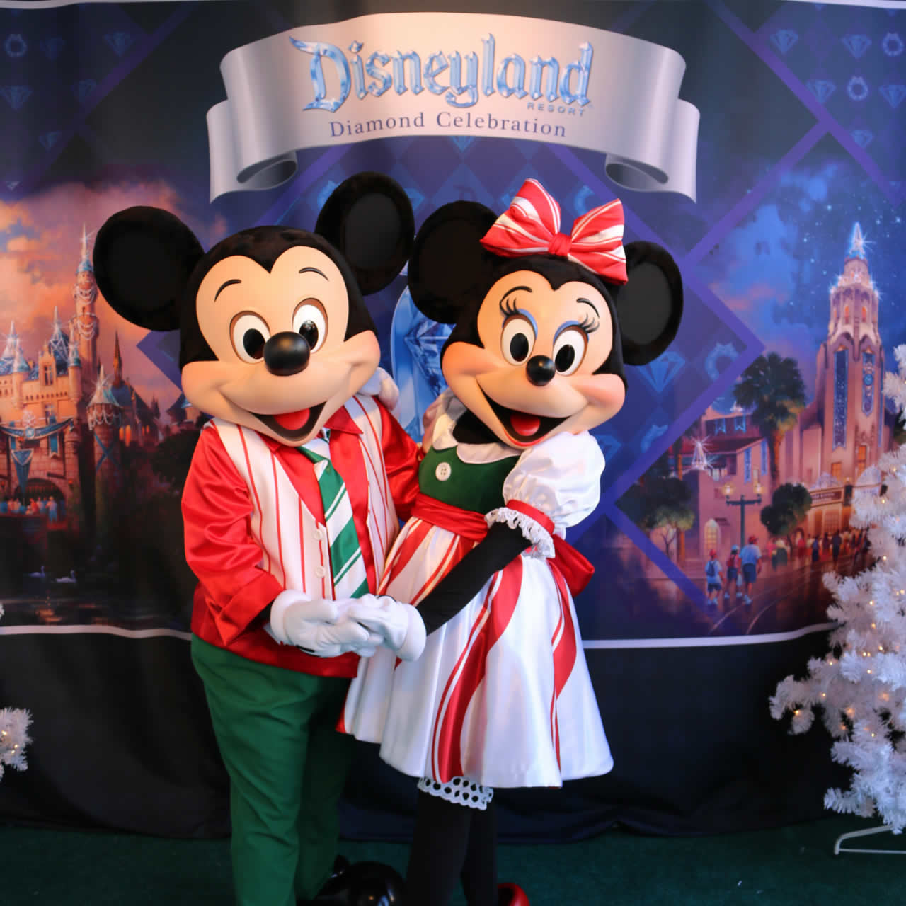 "<div class=""meta image-caption""><div class=""origin-logo origin-image none""><span>none</span></div><span class=""caption-text"">Mickey and Minnie Mouse were in San Francisco for the Pier 39 Tree Lighting on Saturday, November 21, 2015. (Photo submitted to KGO-TV by Lauren Ong with Pier 39.)</span></div>"