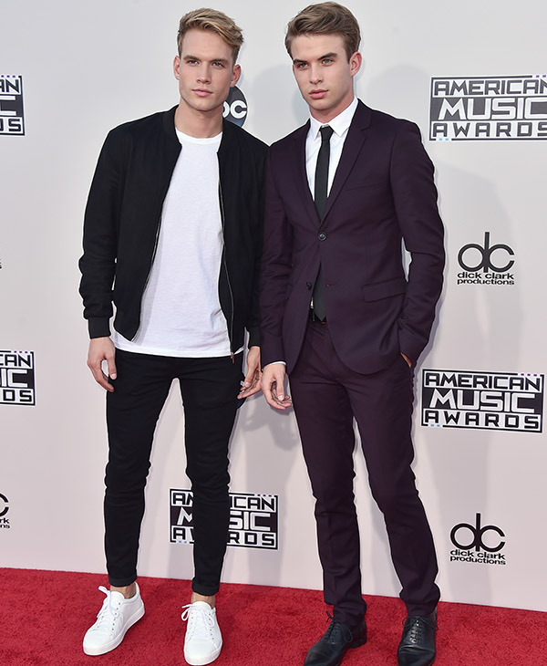 "<div class=""meta image-caption""><div class=""origin-logo origin-image ap""><span>AP</span></div><span class=""caption-text"">Austin Rhodes, left, and Aaron Rhodes arrive at the American Music Awards at the Microsoft Theater on Sunday, Nov. 22, 2015, in Los Angeles. (Jordan Strauss/Invision/AP)</span></div>"