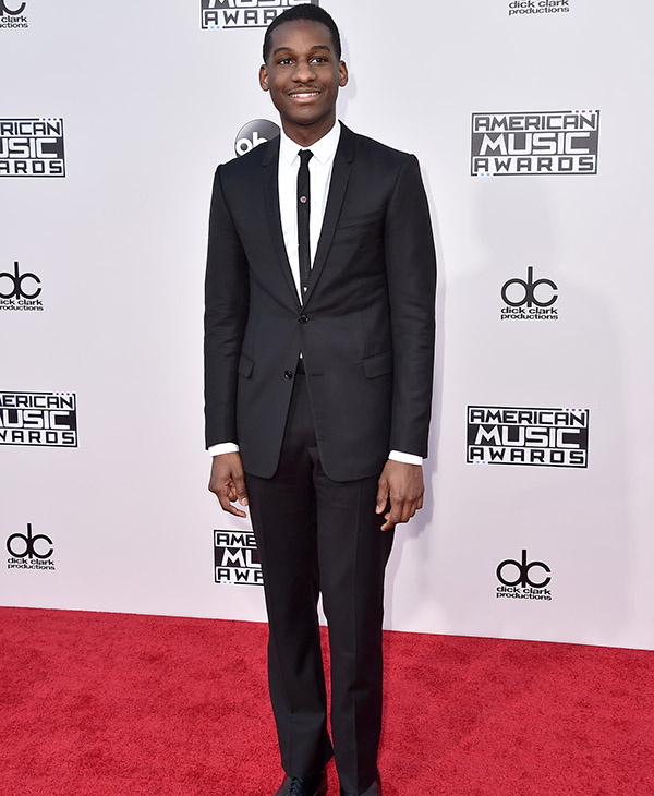 <div class='meta'><div class='origin-logo' data-origin='AP'></div><span class='caption-text' data-credit='Jordan Strauss/Invision/AP'>Leon Bridges arrives at the American Music Awards at the Microsoft Theater on Sunday, Nov. 22, 2015, in Los Angeles.</span></div>