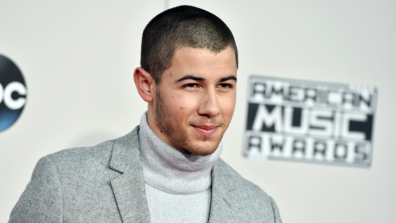 "<div class=""meta image-caption""><div class=""origin-logo origin-image ap""><span>AP</span></div><span class=""caption-text"">Nick Jonas arrives at the American Music Awards at the Microsoft Theater on Sunday, Nov. 22, 2015, in Los Angeles. (Jordan Strauss/Invision/AP)</span></div>"