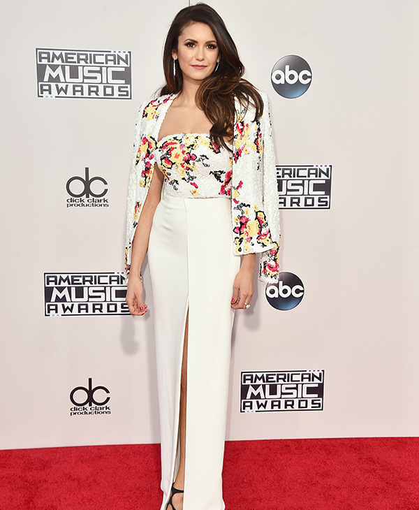 "<div class=""meta image-caption""><div class=""origin-logo origin-image ap""><span>AP</span></div><span class=""caption-text"">Nina Dobrev arrives at the American Music Awards at the Microsoft Theater on Sunday, Nov. 22, 2015, in Los Angeles. (Jordan Strauss/Invision/AP)</span></div>"
