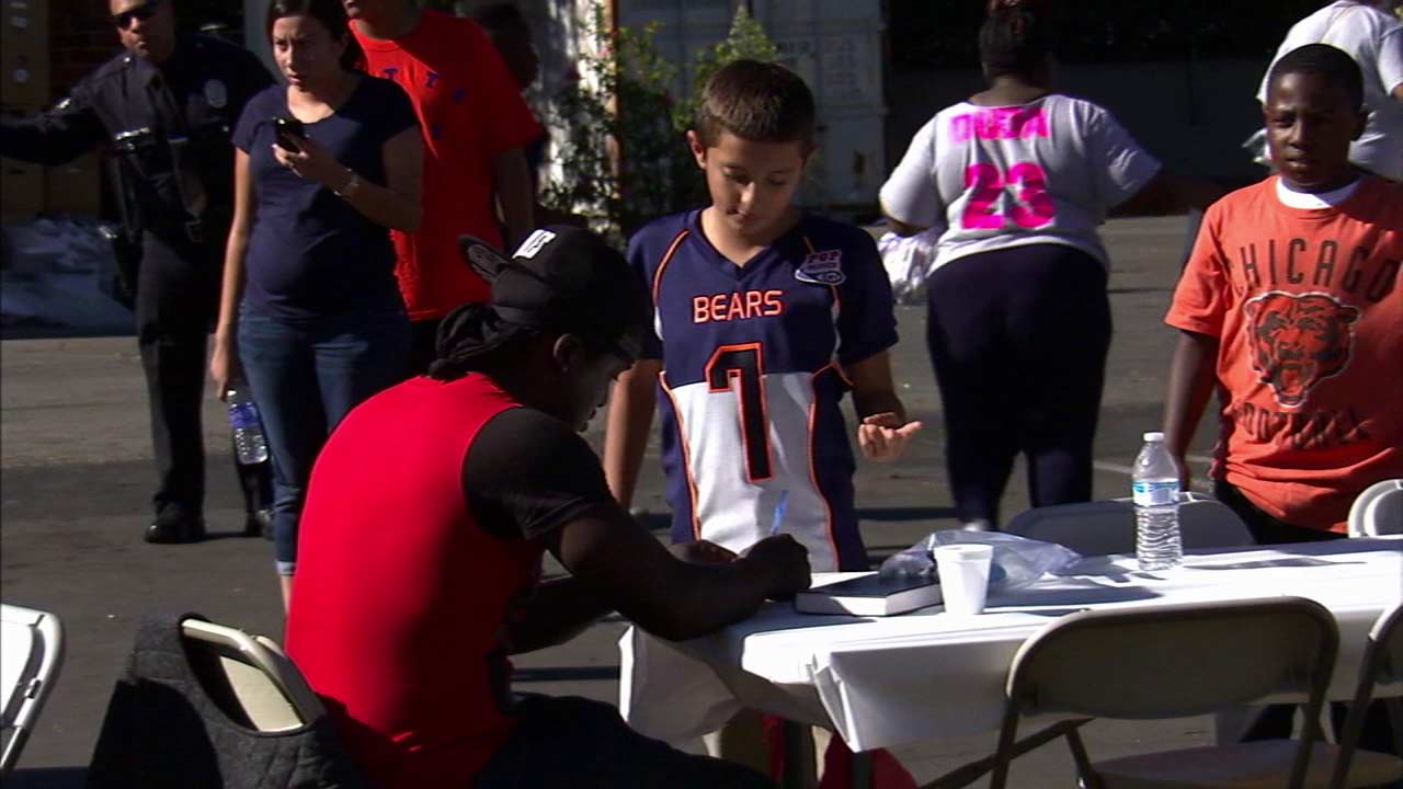 A Watts Bears football team member volunteers during the team's first Thanksgiving meal for the needy Sunday, Nov. 22, 2015.