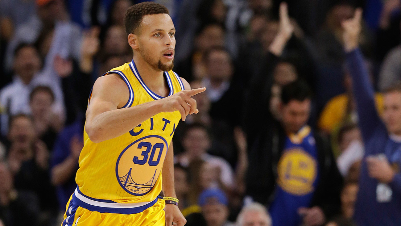 Golden State Warriors guard Stephen Curry (30) reacts after making a 3-point 2cd329e0c