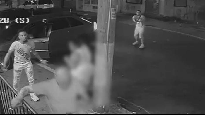 费城警方公布街头枪战视频,一人死亡(视频)