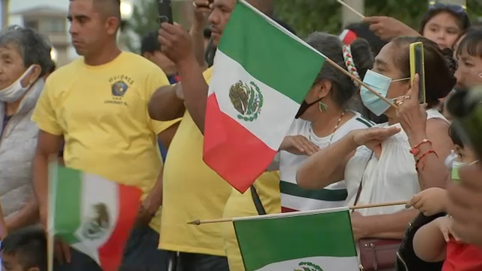 Chicago's Little Village holds 'El Grito De Dolores' celebration ahead of Mexican Independence Day after parade canceled - WLS-T
