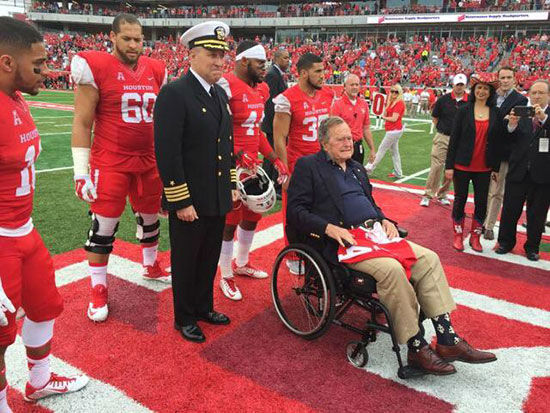 """<div class=""""meta image-caption""""><div class=""""origin-logo origin-image none""""><span>none</span></div><span class=""""caption-text"""">President George H.W. Busy did the coin toss before the game.</span></div>"""
