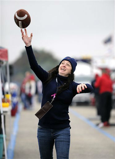 "<div class=""meta image-caption""><div class=""origin-logo origin-image none""><span>none</span></div><span class=""caption-text"">Houston Texans fan play catch with a football while tailgating outside NRG Stadium (AP Photo/ Eric Christian Smith)</span></div>"