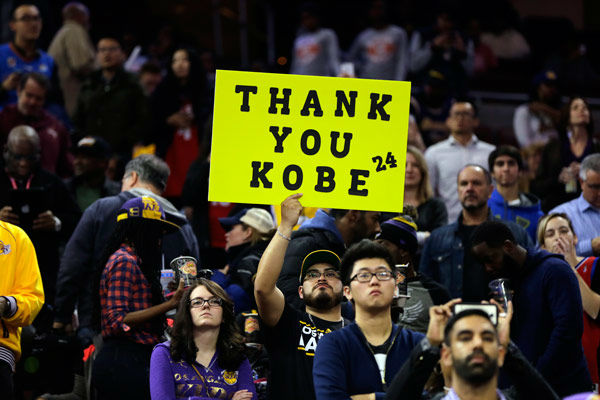 "<div class=""meta image-caption""><div class=""origin-logo origin-image none""><span>none</span></div><span class=""caption-text"">Fans of Los Angeles Lakers' Kobe Bryant watch him practice ahead of a basketball game against the Philadelphia 76ers Tuesday, Dec. 1, 2015, in Philadelphia. (Photo/Matt Rourke)</span></div>"