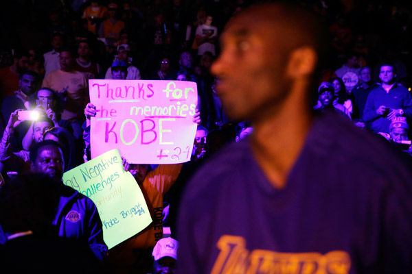 "<div class=""meta image-caption""><div class=""origin-logo origin-image none""><span>none</span></div><span class=""caption-text"">A fan hold up a sign for Los Angeles Lakers' Kobe Bryant, right, ahead of a basketball game against the Philadelphia 76ers Tuesday, Dec. 1, 2015, in Philadelphia. (Photo/Matt Rourke)</span></div>"