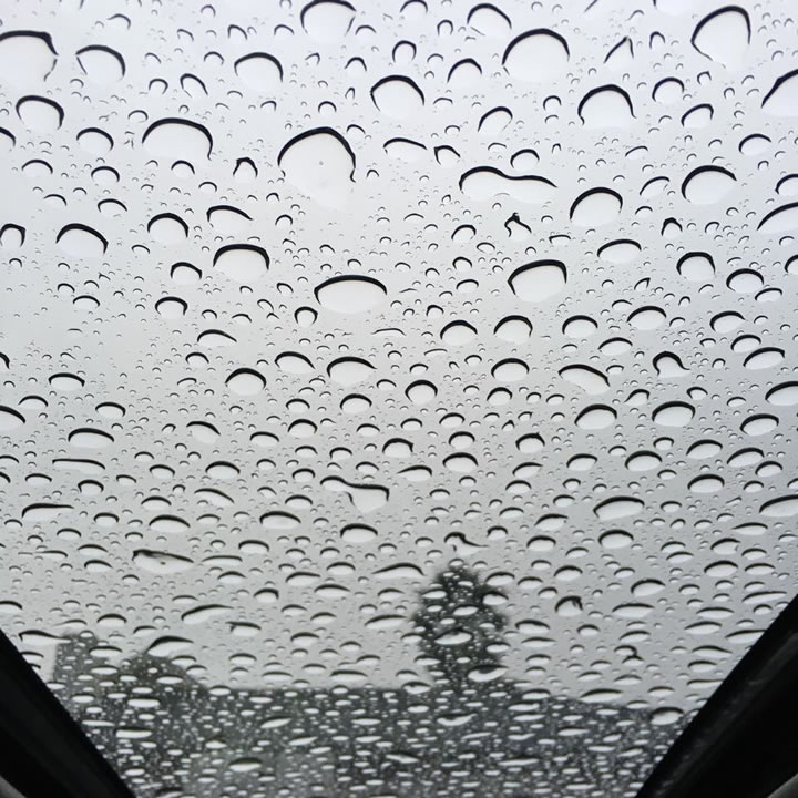 "<div class=""meta image-caption""><div class=""origin-logo origin-image none""><span>none</span></div><span class=""caption-text"">This photo shows raindrops on a window in Berkeley, Calif. on Thursday, December 3, 2015. (Photo submitted to KGO-TV by Lisa B./Facebook)</span></div>"