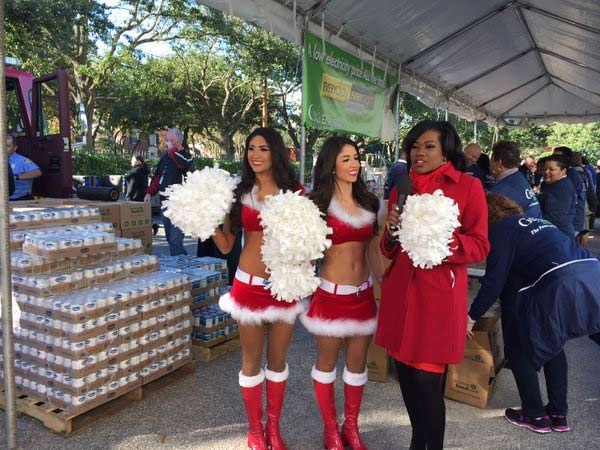 "<div class=""meta image-caption""><div class=""origin-logo origin-image none""><span>none</span></div><span class=""caption-text"">Anchor @SamicaKnight with @HoustonTexans cheerleaders at abc13's Share Your Holidays food drive</span></div>"