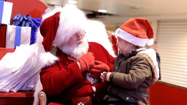 mall santa uses sign language to ask for little girls christmas wish abc13com