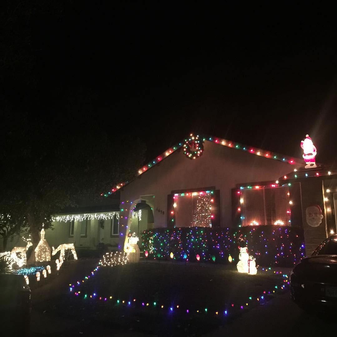 """<div class=""""meta image-caption""""><div class=""""origin-logo origin-image none""""><span>none</span></div><span class=""""caption-text"""">The Baumbach homes shows its Christmas spirit. (Photo sent to KGO-TV by seandobie21/Twitter)</span></div>"""