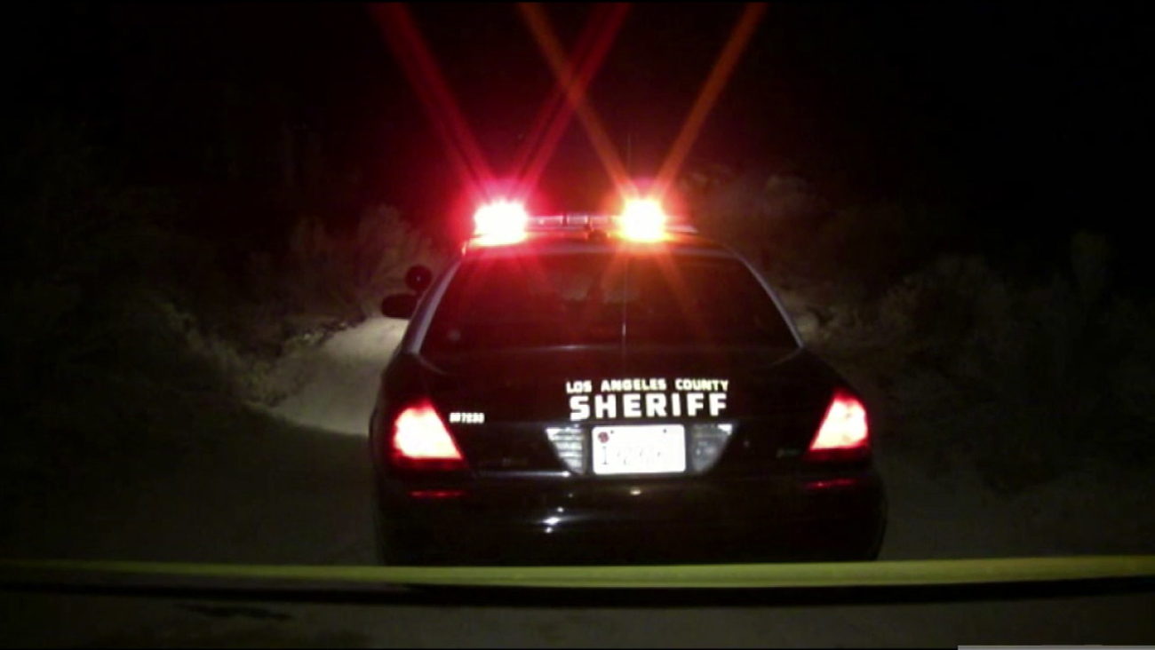 Los Angeles County sheriff's deputies cordon off an area where a partially buried bone was found in Llano on Thursday, Dec. 10, 2015.