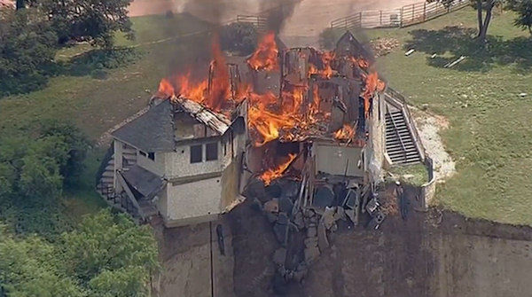 "<div class=""meta image-caption""><div class=""origin-logo origin-image ""><span></span></div><span class=""caption-text"">Vacant luxury home dangling off a cliff in Central Texas is burned to the ground on Friday, June 13, 2014 (WABC Photo)</span></div>"