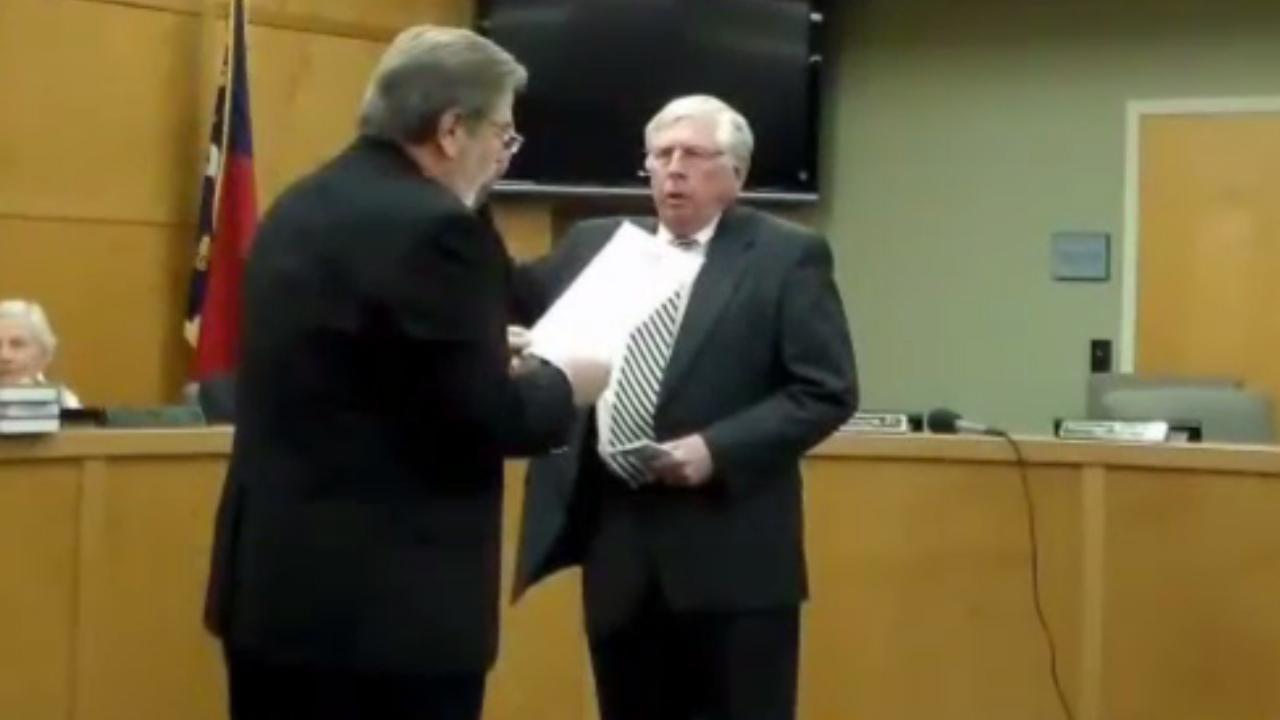 Bob Scott swearing in a Franklin mayor