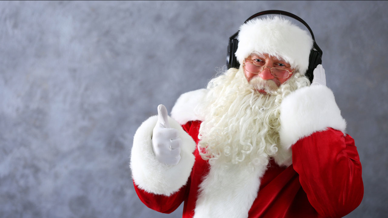 Christmas Radio Stations.Chicago Radio Station Flips To All Holiday Music