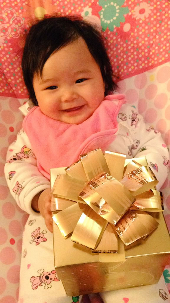 "<div class=""meta image-caption""><div class=""origin-logo origin-image none""><span>none</span></div><span class=""caption-text"">This little one is enjoying the holidays. (Photo sent to KGO-TV by @Rokszanne /Twitter)</span></div>"