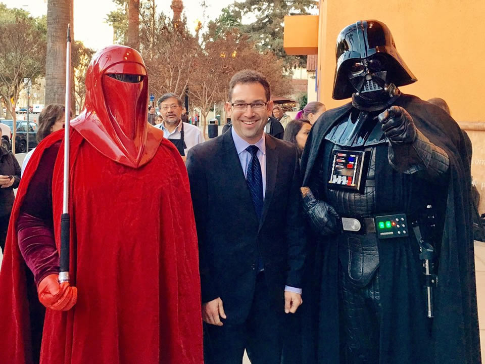"<div class=""meta image-caption""><div class=""origin-logo origin-image none""><span>none</span></div><span class=""caption-text"">ABC7 News reporter Jonathan Bloom poses with ""Star Wars"" fans outside the Tech Museum in San Jose, Calif. on Thursday, December 17, 2015. (KGO-TV/Jonathan Bloom)</span></div>"