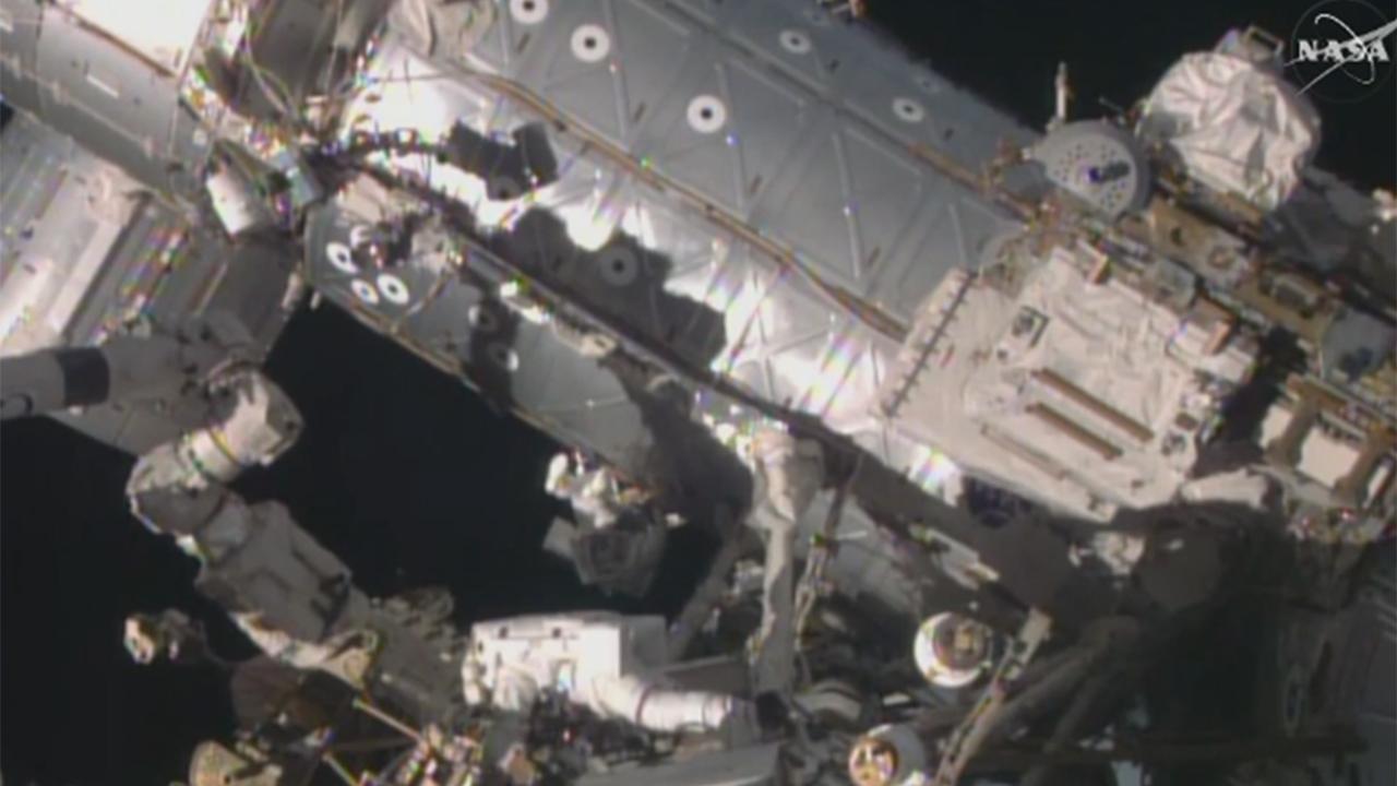 Spacewalk with Scott Kelly and Timothy Kopra