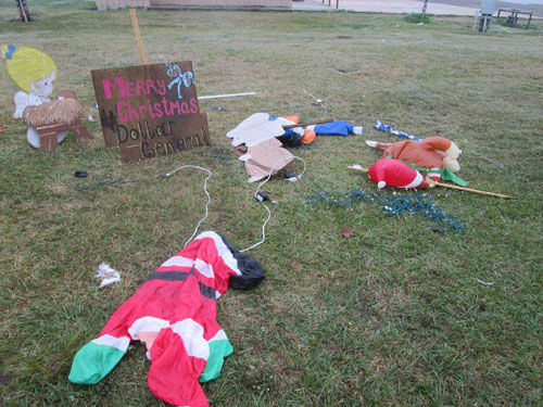 "<div class=""meta image-caption""><div class=""origin-logo origin-image none""><span>none</span></div><span class=""caption-text"">Authorities are seeking information on who caused major damage of a Christmas display at Winnie Stowell Park. (Photo/Chambers County Sheriff's Office)</span></div>"