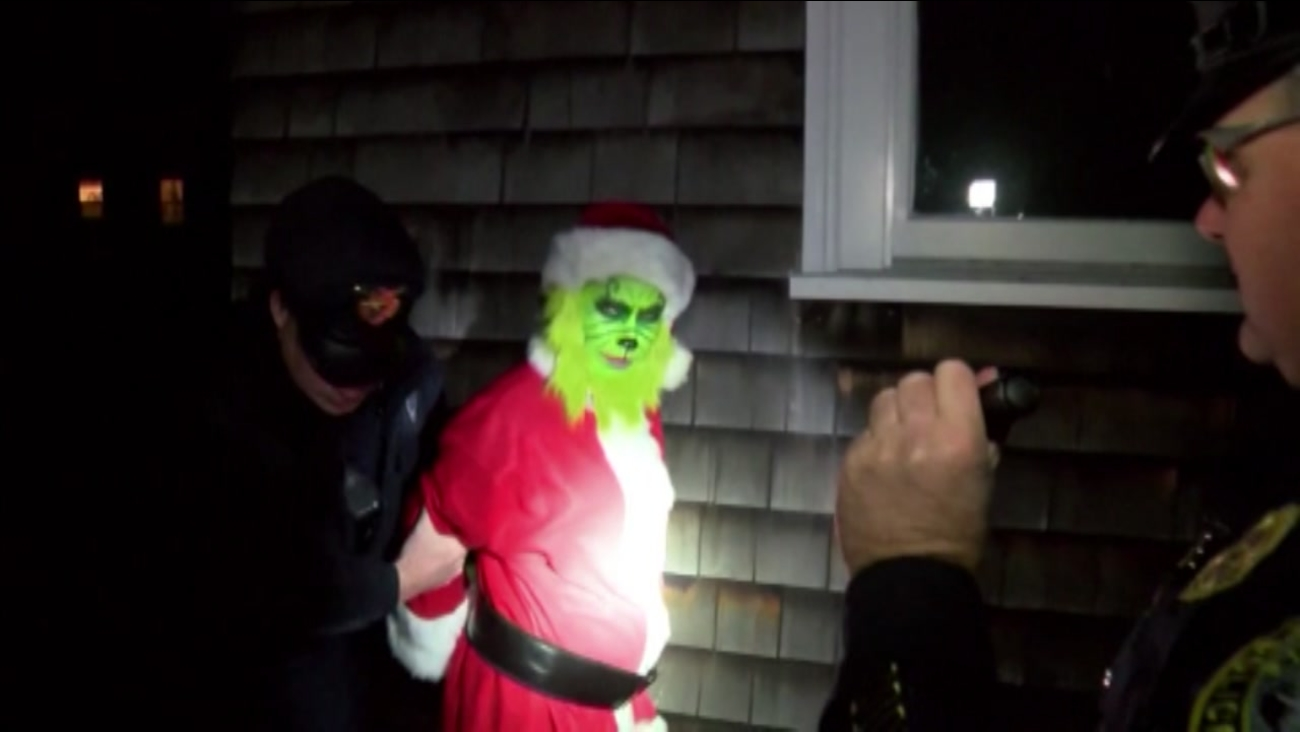 VIDEO: Man dressed as 'Grinch' caught stealing from home