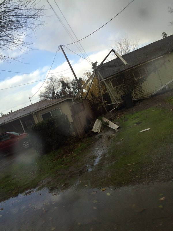 "<div class=""meta image-caption""><div class=""origin-logo origin-image none""><span>none</span></div><span class=""caption-text"">The aftermath of a small tornado that hit Modesto, Calif., on Thursday, December 24, 2015. (Photo submitted to KGO-TV by @briannalittle01/Twitter)</span></div>"